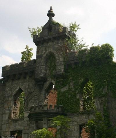 New York's Smallpox Hospital Renwick Ruin revealed in ...