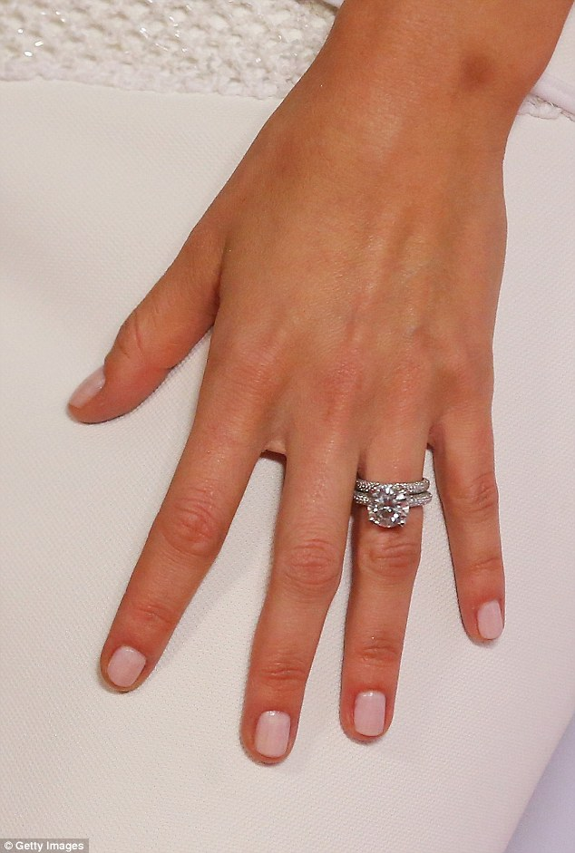 How The Bachelor Engagement Ring Stacks Up Compared To Other Celebrity Bling Daily Mail Online