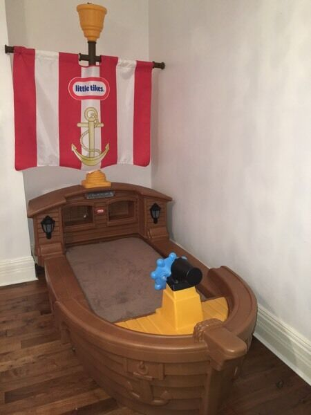 R Toys Ship Pirate Us Bed