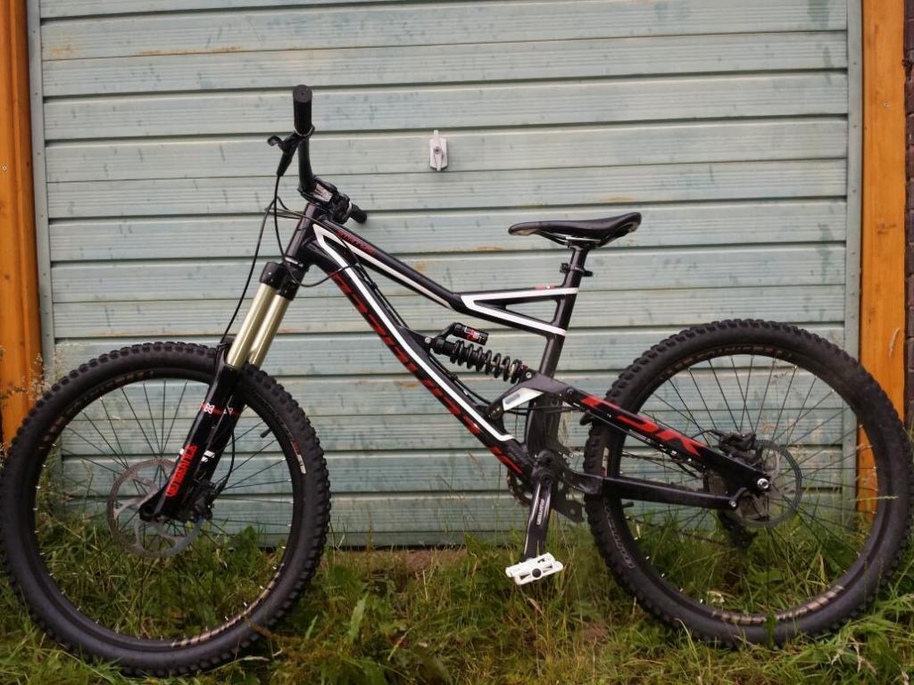 07bb812e944 Status 1 Downhill Bike Specialized