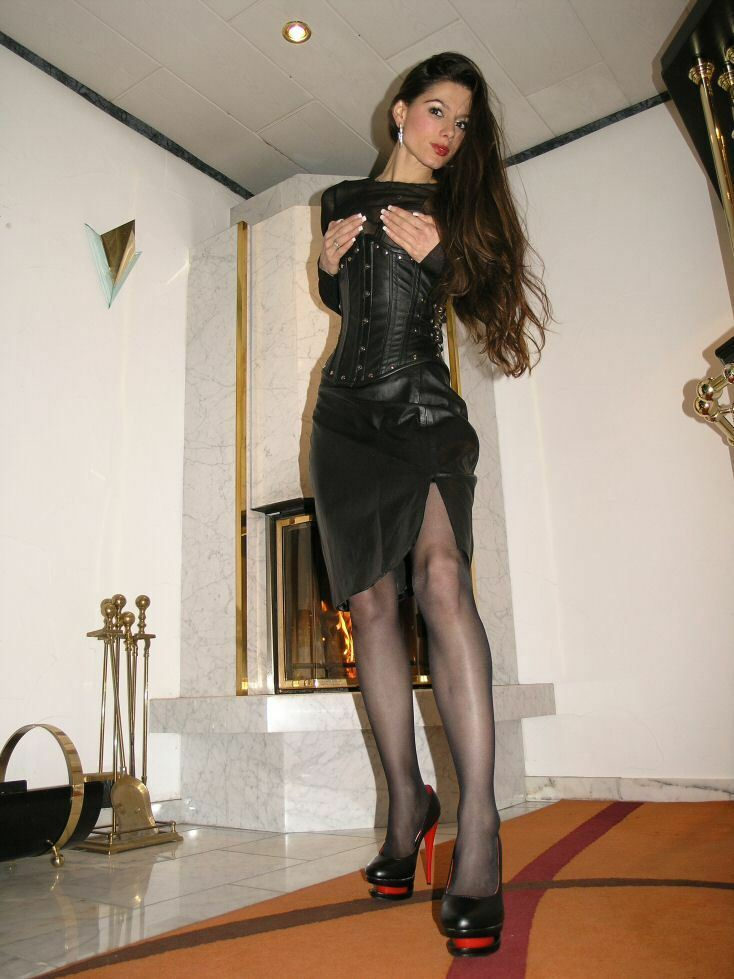 Mistress Mini Skirt Leather