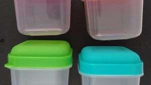 SNACK CONTAINERS W SNAP ON NEON COLOR LIDS Reusable