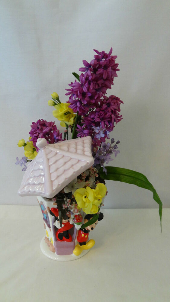 Walt Disney Mickey And Minnie Mouse House Floral