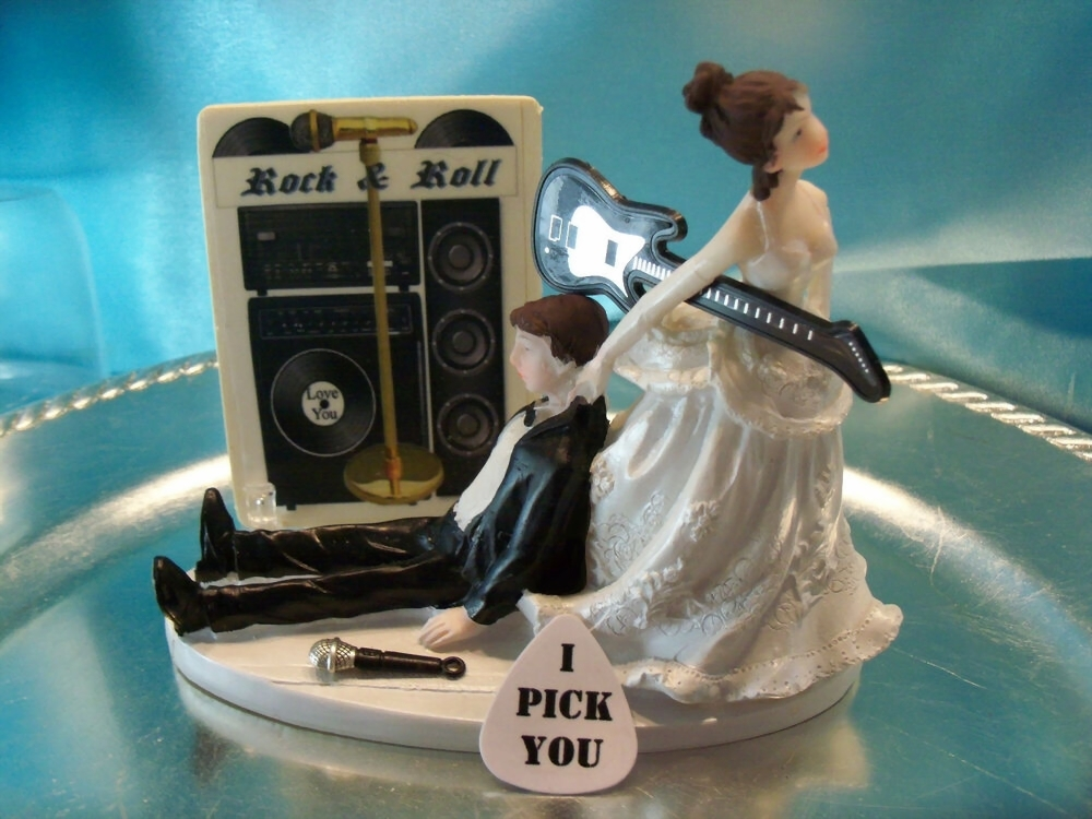 wedding cake topper  raquo  HUMOROUS Bride Groom Wedding Cake Topper MUSIC GUITAR Rock   Roll N     HUMOROUS Bride Groom Wedding Cake Topper MUSIC GUITAR Rock   Roll N Band  Record   eBay