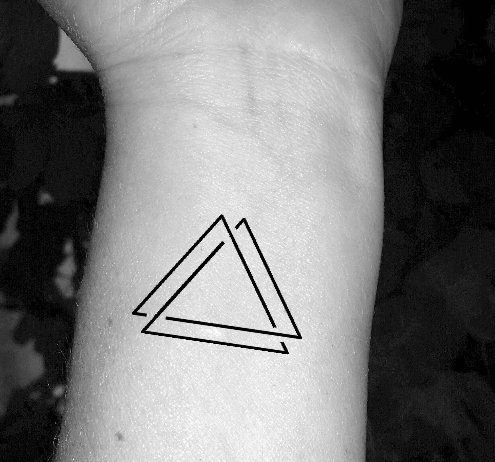Tatouage triangle triple triangle tatouage trois triangles   Etsy image 0
