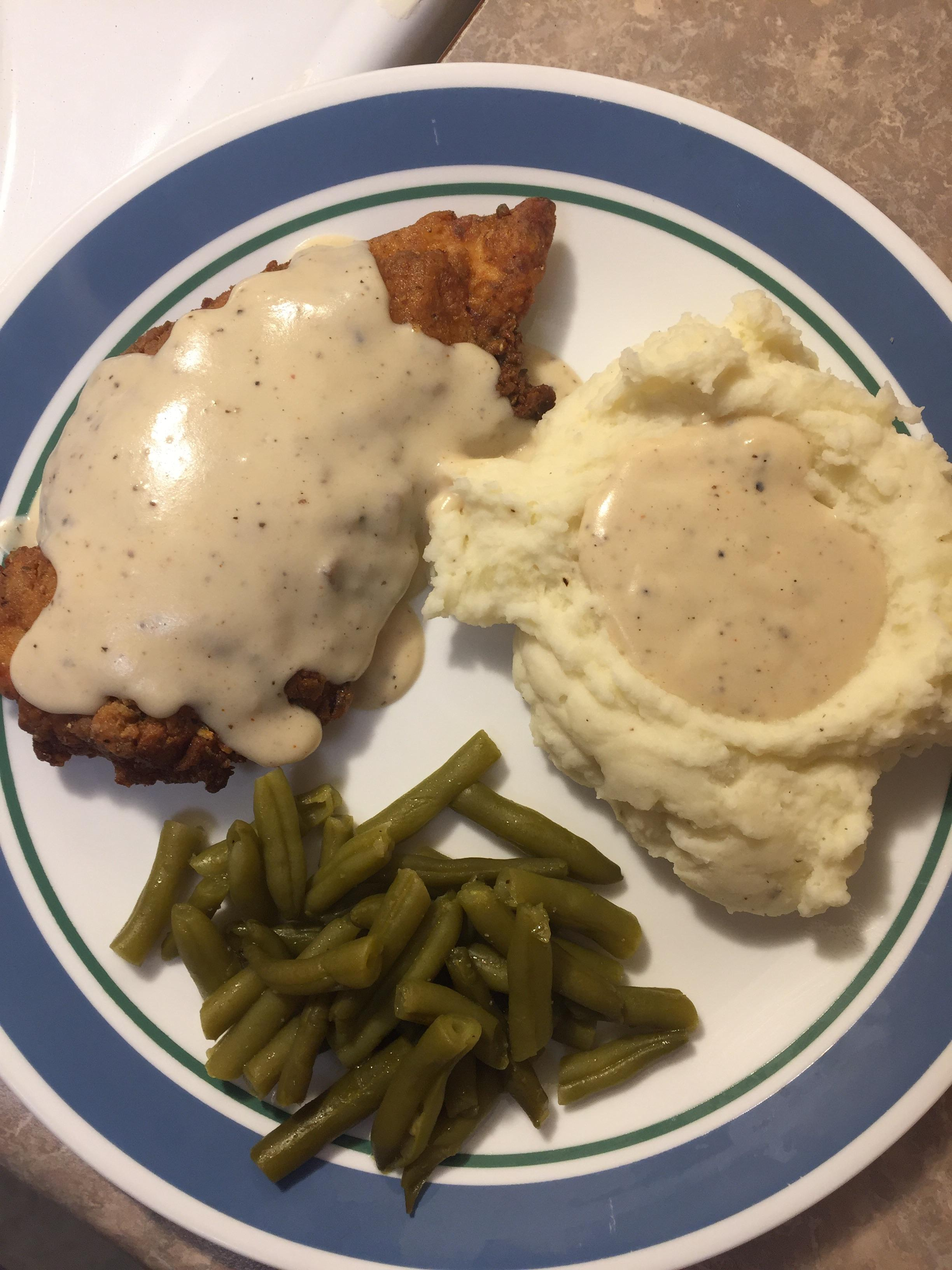 Gravy Potato Mashed Beans And Green Fried Chicken