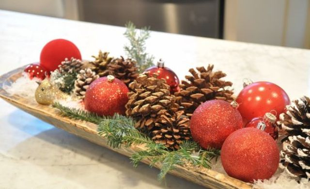 24 Creative DIY Christmas Bowl Displays   Shelterness a dough bowl with red ornaments  pinecones and evergrene sprigs