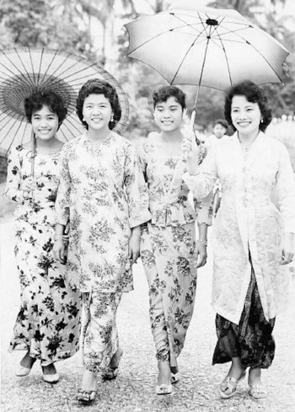 Sejarah Serta Asal Usul Baju Teluk Belanga Dan Cekak Musang Berdasarkan Buku Pakai Patut Melayu