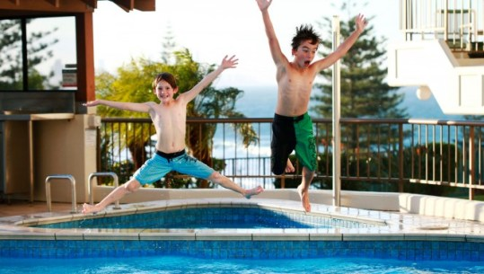 25  Swimming Pool and Water Games   Icebreaker Ideas