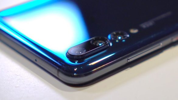 Huawei P20 Pro smartphone  can see in the dark    BBC News WATCH  Huawei s P20 Pro has three rear cameras