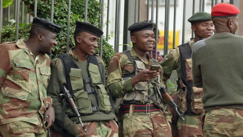 Zimbabwe army takes on Mugabe - as it happened - BBC News