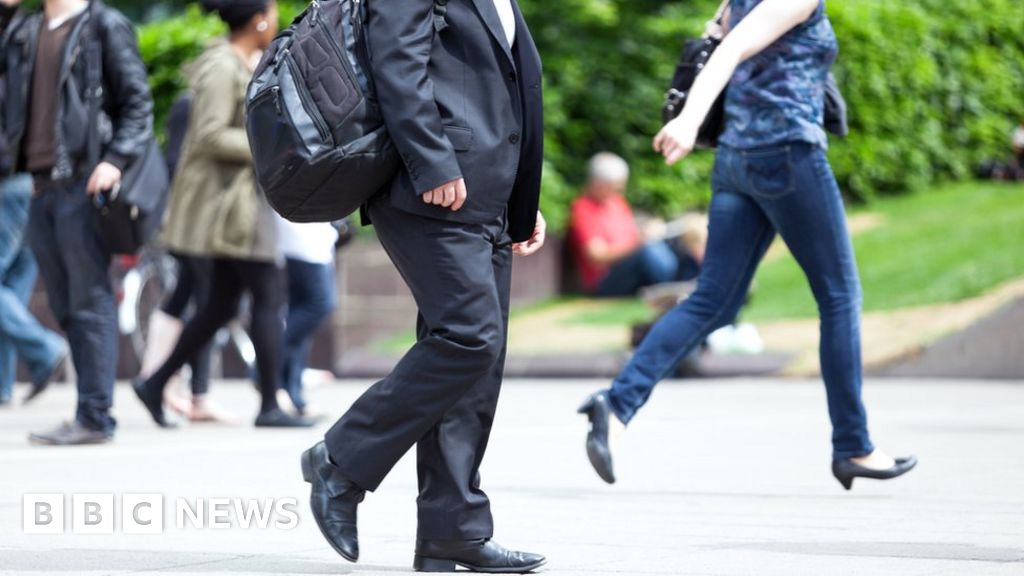 'Daily mile' scheme comes to workplace - BBC News