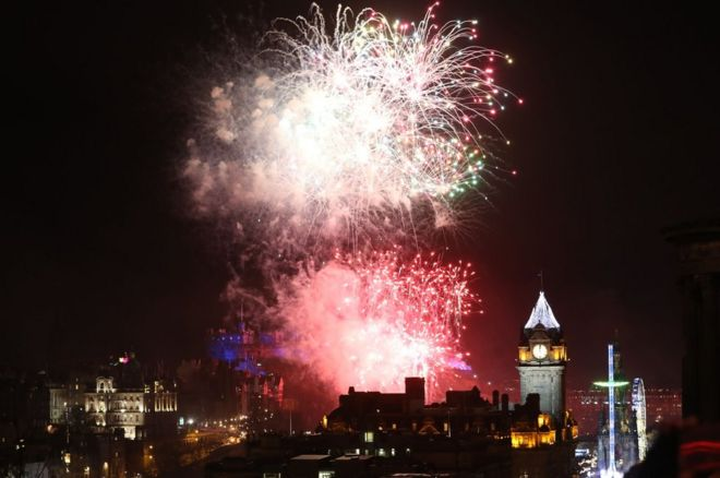 Hogmanay revellers bring in new year across Scotland   BBC News Fireworks in Edinburgh
