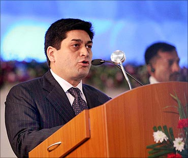 Now Maran, Essar too under CBI scanner in 2G scam - Rediff ...