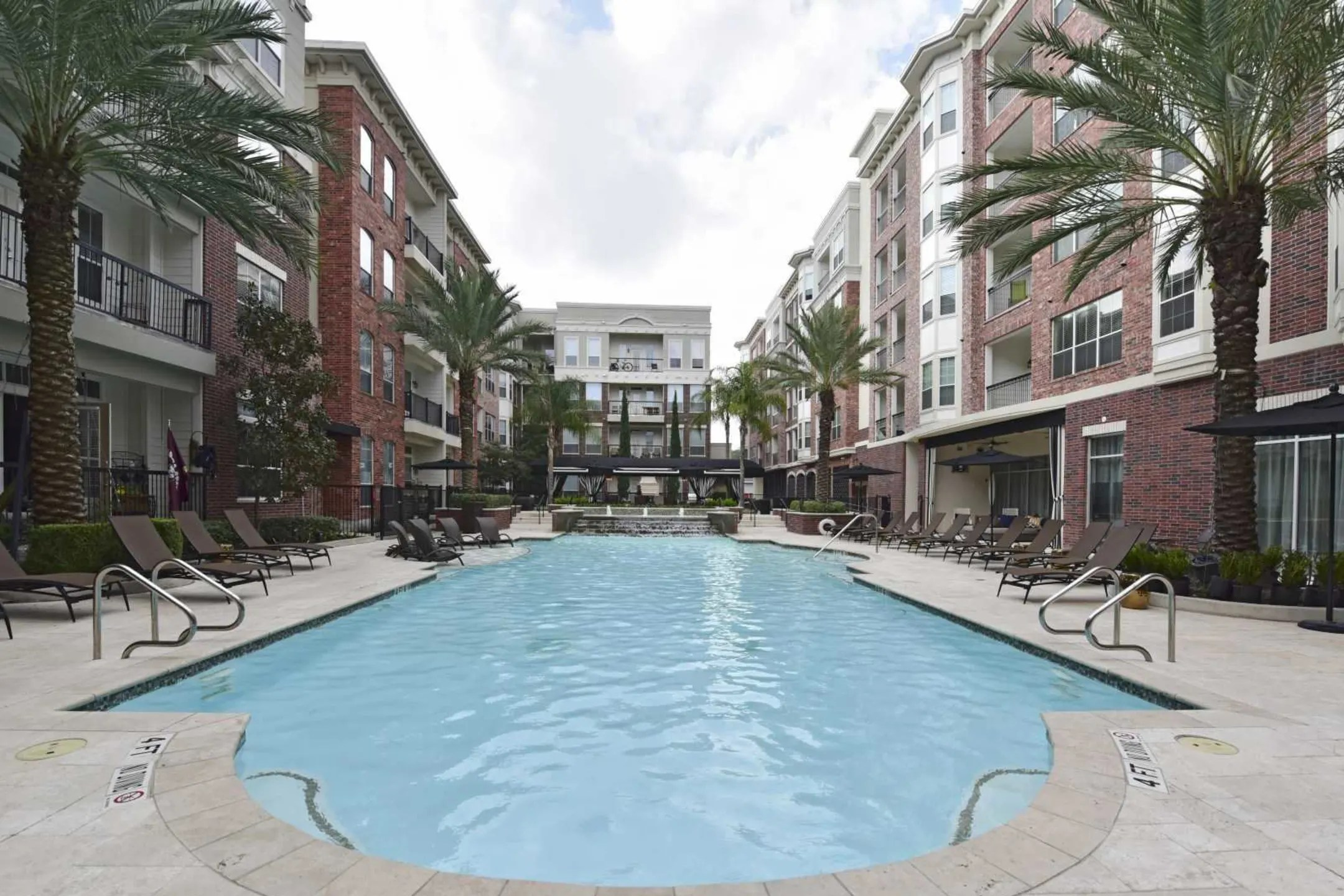 Apartments Fairmont Baylor