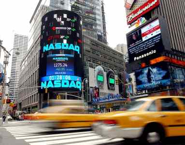 nyse versus nasdaq the difference between these stock exchanges