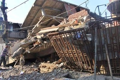 4 dead after earthquake hits off Indonesia