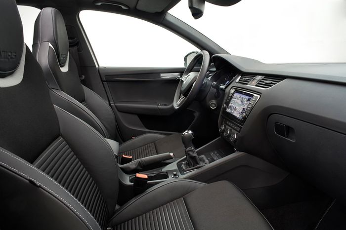 7 Car Interior Fails Which Make Me Mad Car companies put a lot of effort into interiors these days  They re packed  full of technology  clad in all sorts of exotic materials  and have clever