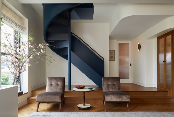 Photo 4 Of 11 In Brooklyn Art Deco Duplex Dwell   Duplex House Living Room Design Stairs   Outside Stair   Railing   Dining   Sala   Duplex Lobby