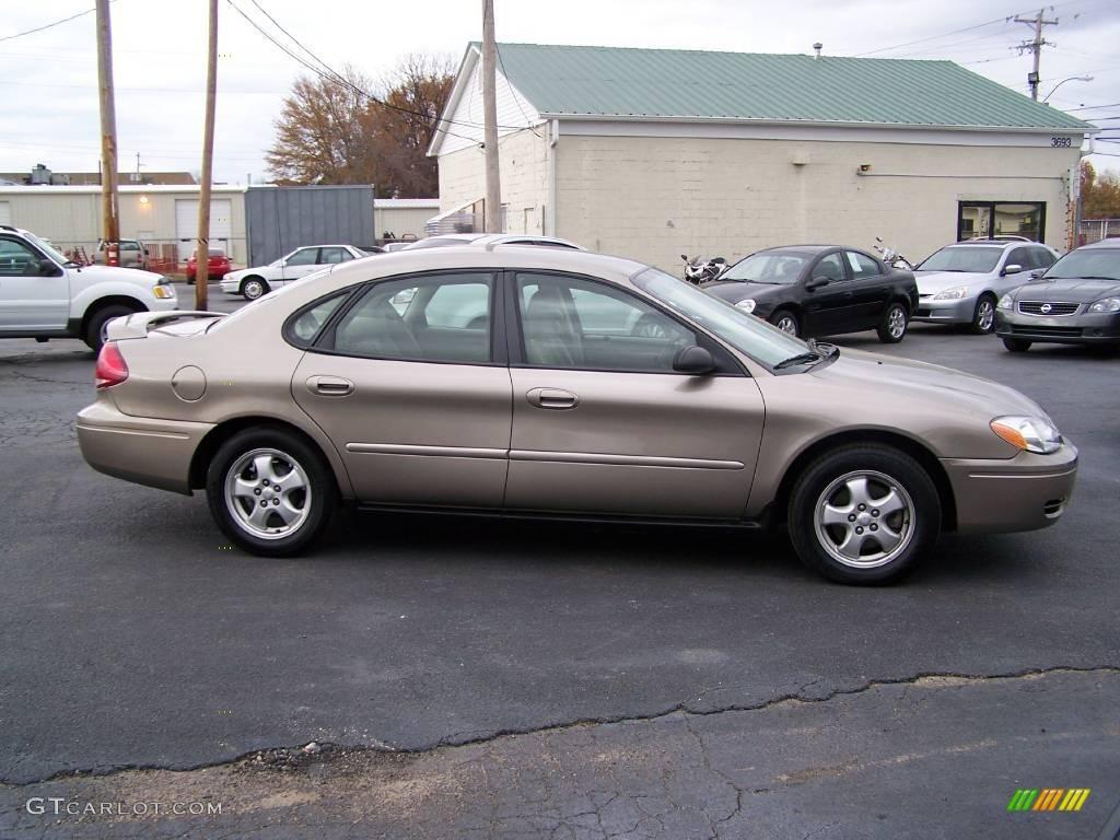 White Ford Taurus 2003 Se