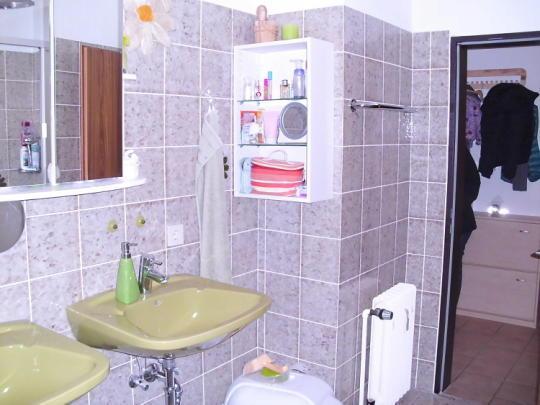 Darf eine Steckdose so nah am Waschbecken sein?