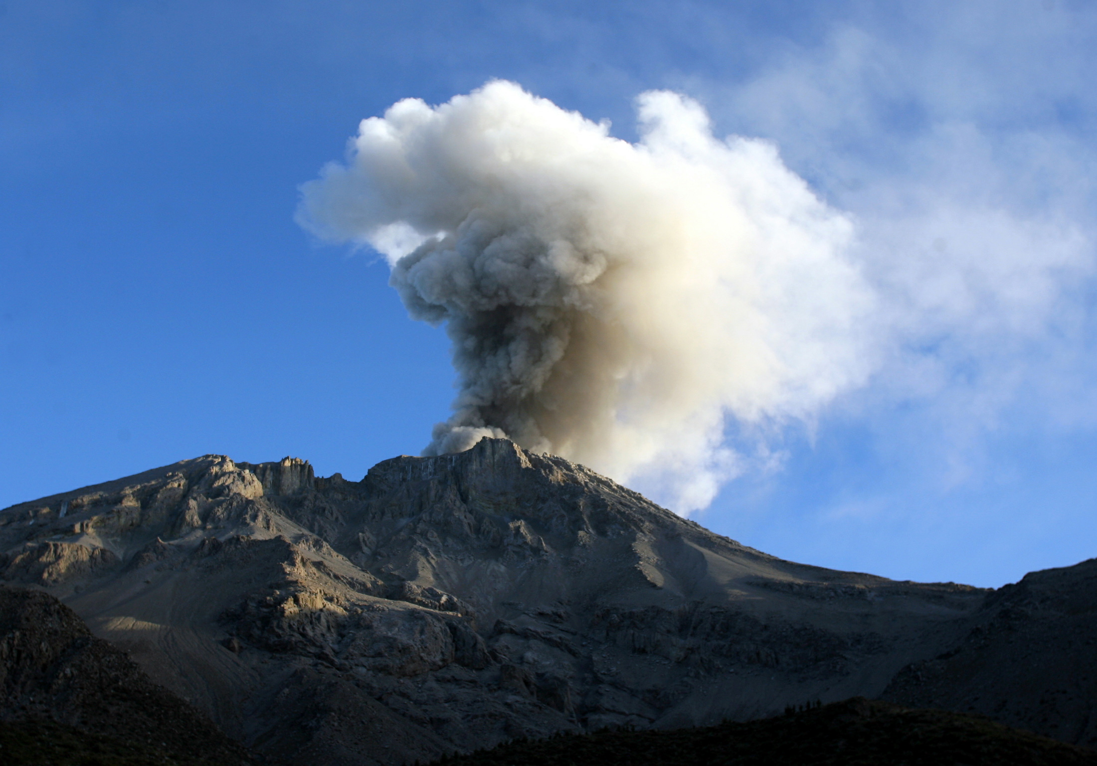 Peru Volcano Erupts After 40 Years 4 Fast Facts About Mount Ubinas Eruption