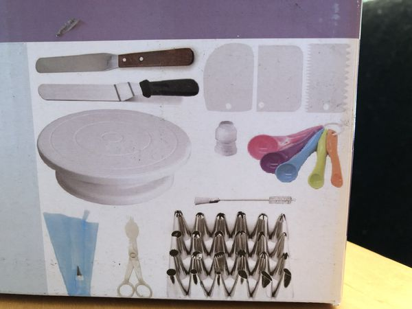 Professional Cake Decorating Kit  Arts   Crafts  in Arvada  CO   OfferUp