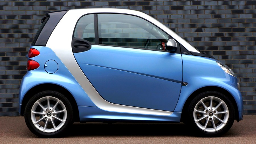 1000  Amazing Smart Car Photos      Pexels      Free Stock Photos Blue Smart Fortwo