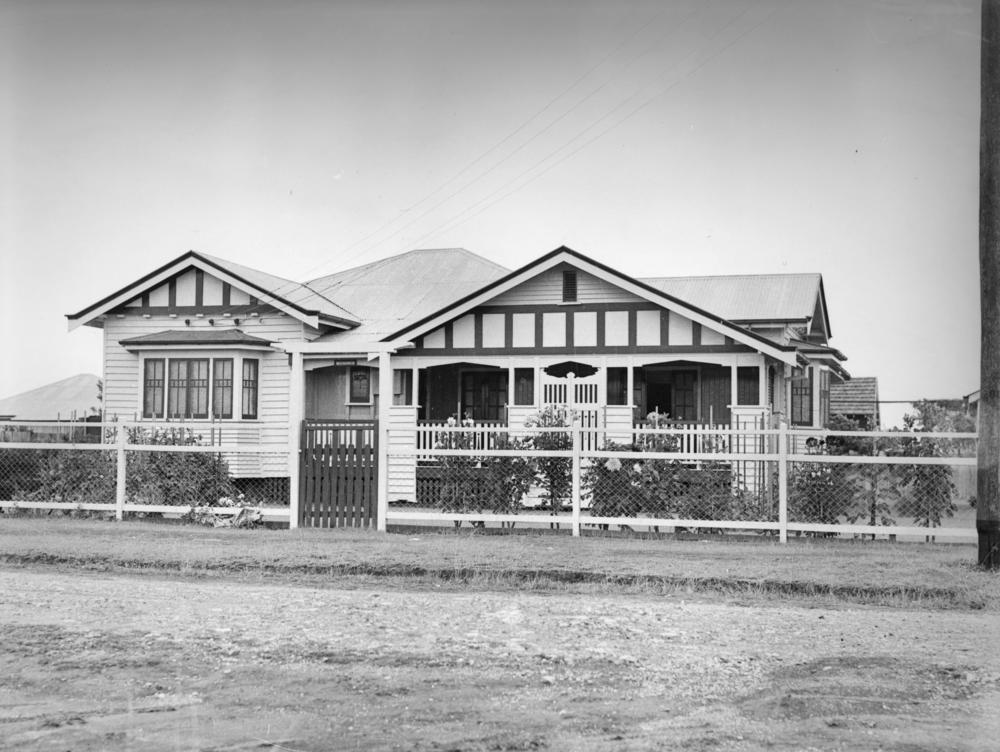 Sublime design  the Queenslander A single storey Queenslander ca  1935  John Oxley Library  State Library of  Queensland  Wikimedia Commons