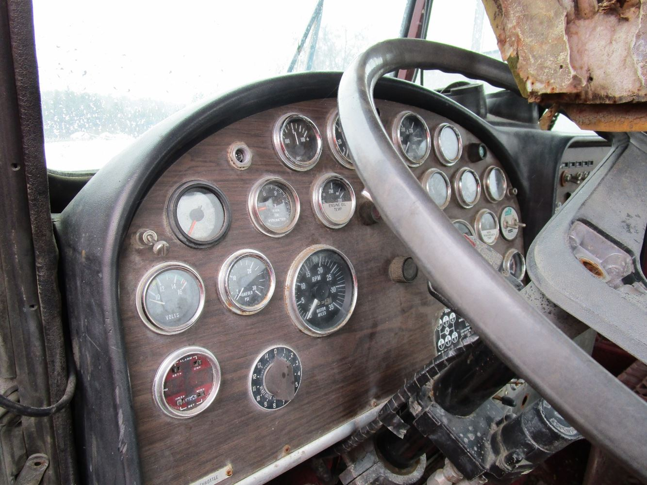 359 Dash Panels Peterbilt 1980