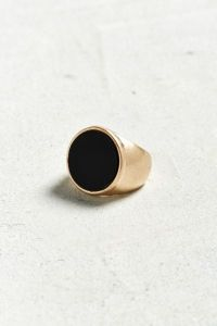 Bague onyx ronde   Urban Outfitters Canada Slide View  1  Bague onyx ronde
