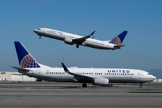 United Airlines Employee Lawsuit Challenges Company Over Vaccine Exemptions