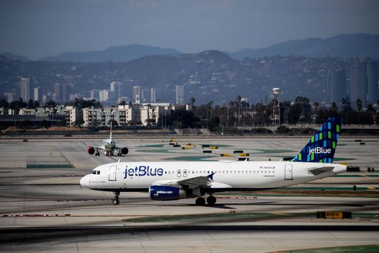 American Airlines, Alaska, JetBlue Orders Workers to Get Covid-19 Vaccinations