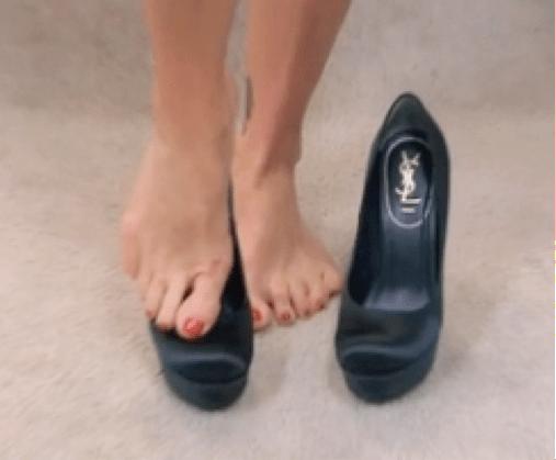 Kelly Ripa Walking Shoes