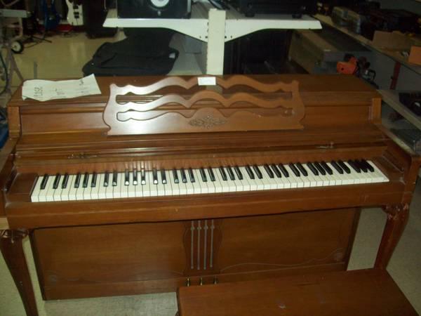 1985 Wurlitzer Piano Model 2030 For Sale In Tallahassee