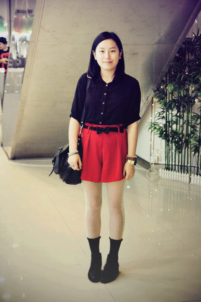 Picture And Socks And Red Shorts Shoes Red And Black Shirt Black Red