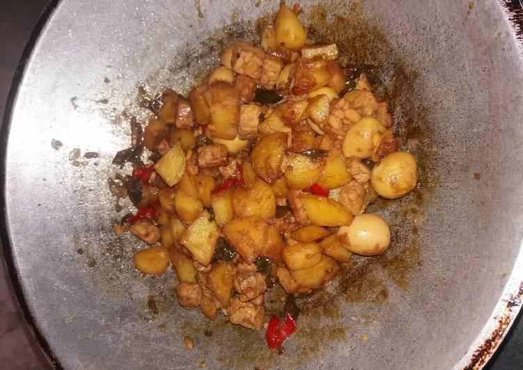 Resep Tumis kentang +puyuh+tempe. By winda