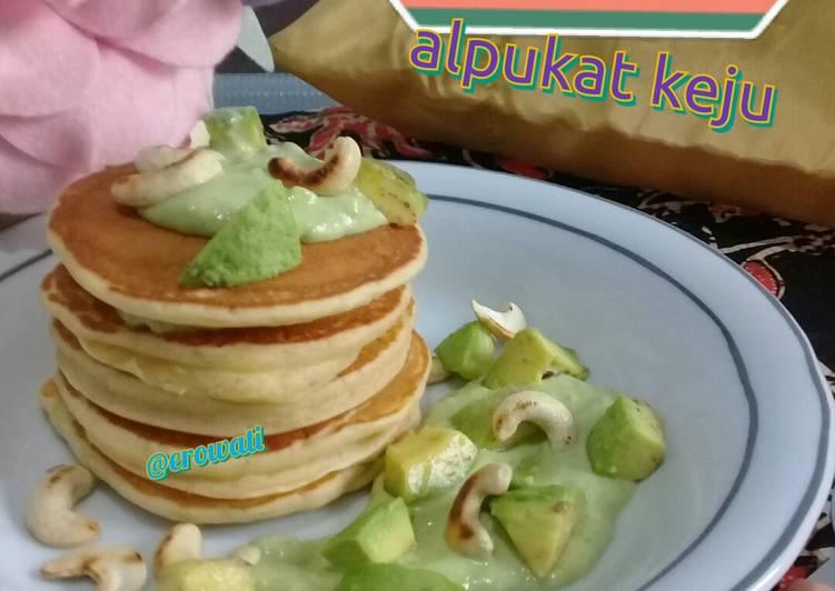 Resep Pancake dengan saus alpukat keju