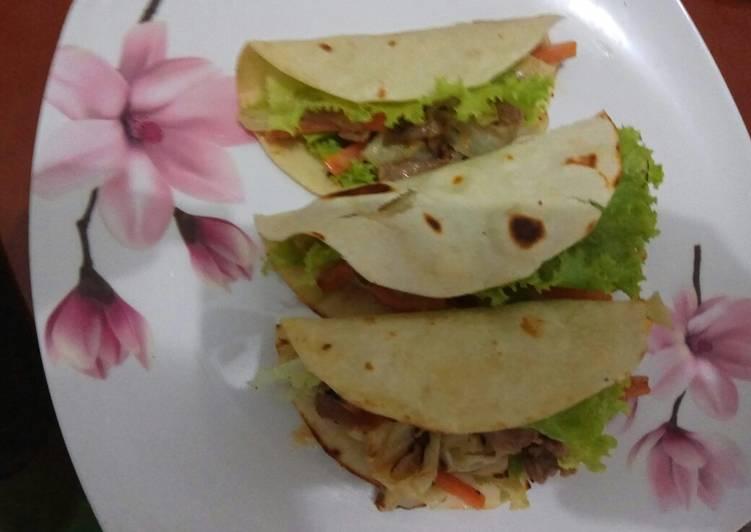 Resep Warm chicken salad with tortilla
