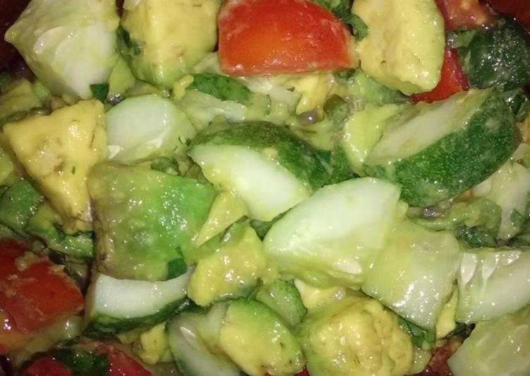 Resep Salad Alpukat, Tomat, dan Mentimun