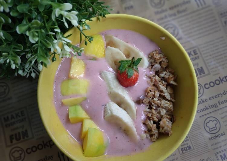 Resep Sarapan sehat 6 (Strawberry smoothies bowl)