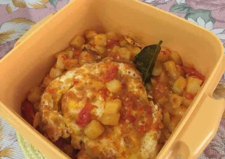 Resep Balado kentang telur mudah dan simpel