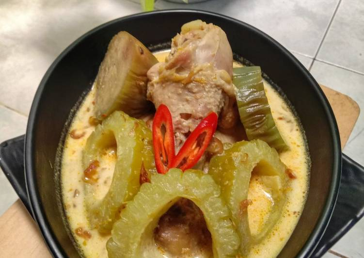Resep Javanese Chicken Curry with Bitterguard and Eggplant