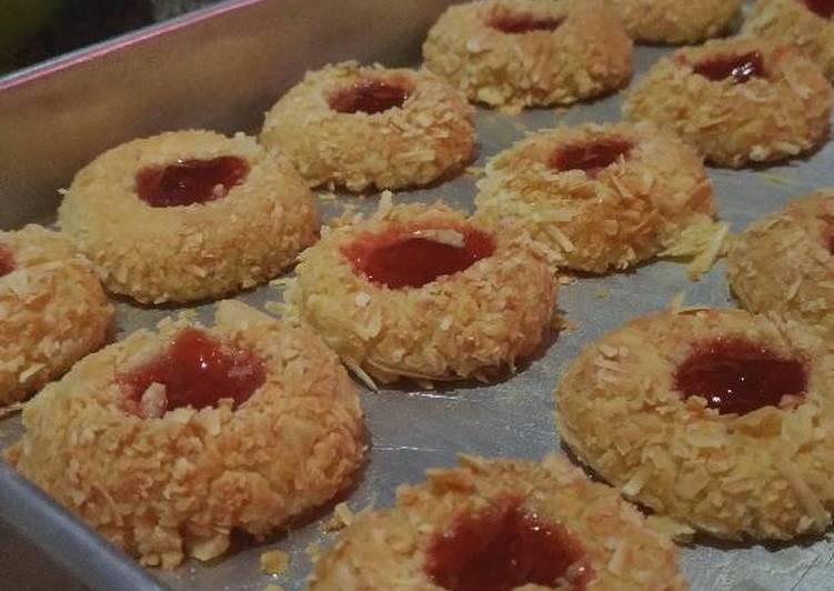Resep Thumbprint Cookie Strawberry (21)