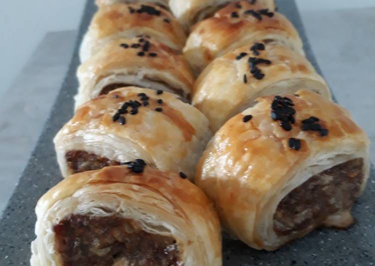 Resep Beef Sausage Puff Pastry Roll