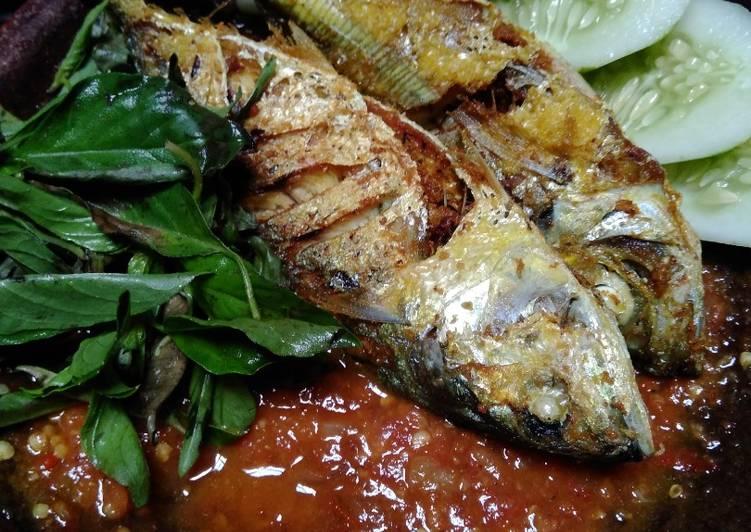 Resep Lalapan Ikan Bumbu Kuning Sambel Kemangi (Modal 15.000)