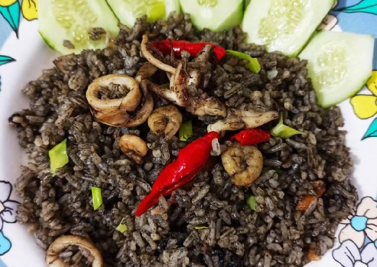 Resep Nasi goreng hitam cumi dan udang