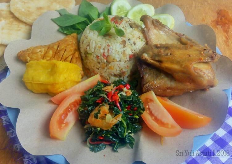 Resep Nasi Tutug Oncom, Tumis Daun Pepaya, Tahu, Tempe, Ayam Goreng