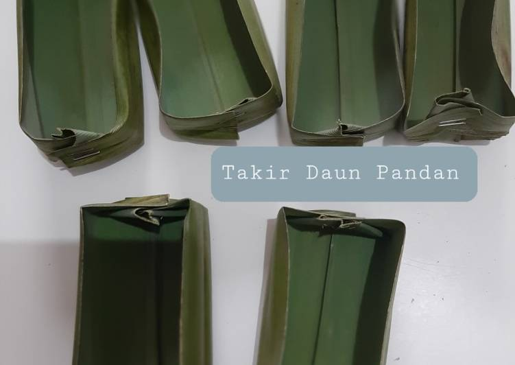 Resep Cara membuat Takir Daun Pandan (Wadah Kue Perahu)