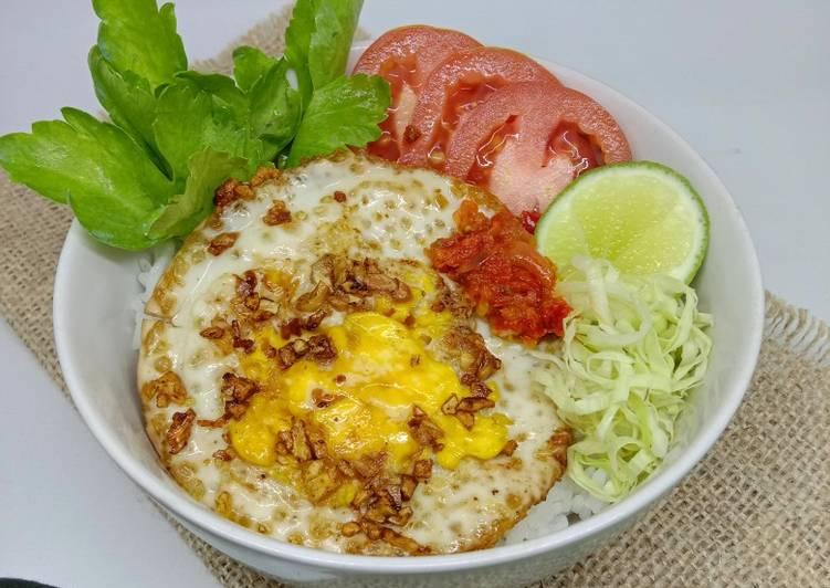 Resep Telor Ceplok Kekinian (Simple Fried Egg Rice Bowl)